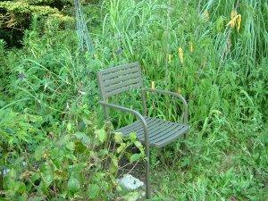 バックヤードに椅子を置く